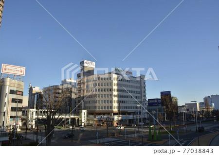 【群馬県】高崎市街地の駅前風景 77038843