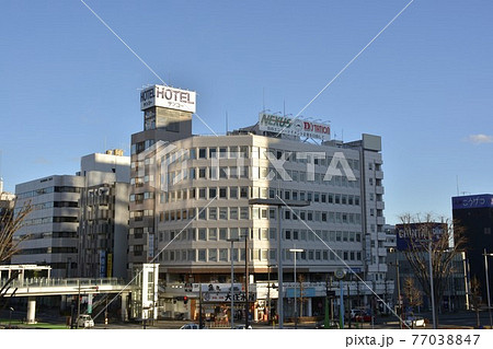 【群馬県】高崎市街地の駅前風景 77038847