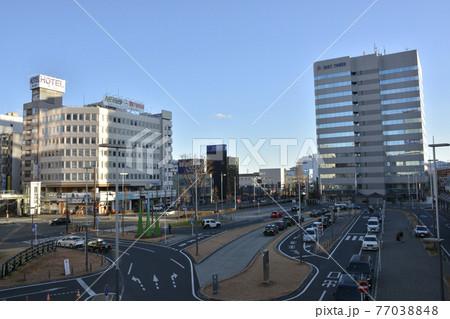 【群馬県】高崎市街地の駅前風景 77038848