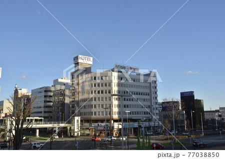 【群馬県】高崎市街地の駅前風景 77038850