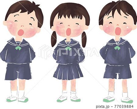 合唱をしている幼稚園の子ども達 77039884