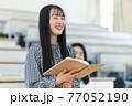 発表する学生 77052190