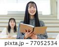 発表する学生 77052534