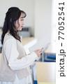 発表する学生 77052541
