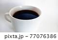 コーヒー 白いコーヒーカップ 77076386