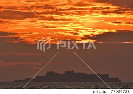 軍艦島の夕景 77084728