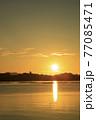 夏の瀬戸内のサンロード伸びる日の出の景色 77085471