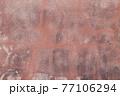 汚れた古い壁面 77106294