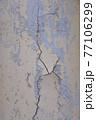 汚れた古い壁面 77106299