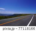 阿蘇の外輪山道路 春の阿蘇高原の風景 77118166