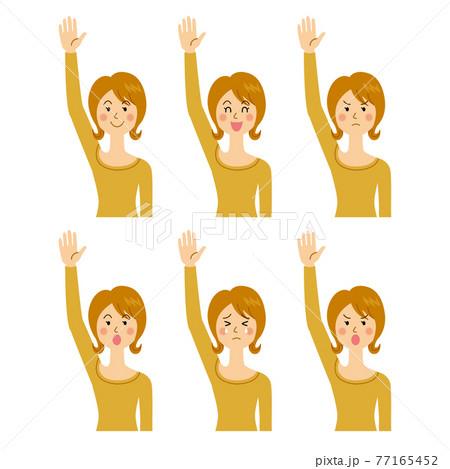 手を挙げる女性 77165452