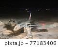 飛行機のある風景(新千歳空港)駐機場 77183406