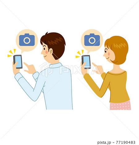カメラアプリを使う男女 77190483