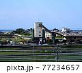 セメント工場と海沿いの町(春の香長平野 '21) 77234657