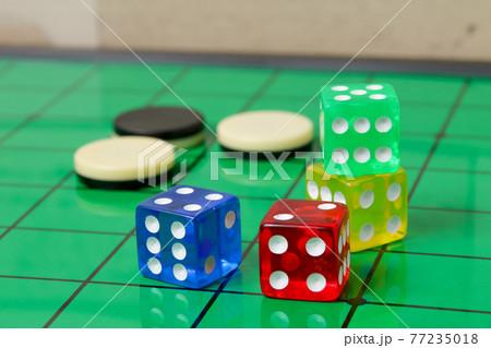サイコロ,四角,四角形,オセロ、ダイス、ゲーム,娯楽,数字,賭博,ギャンブル,カジノ,さいころ、盤面 77235018