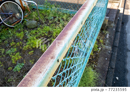 フェンスの錆 77235595