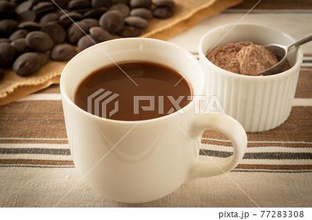 ココア ホットココアとココアの粉末 ホットドリンク ココアパウダー チョコレート 77283308