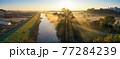 「埼玉県」見沼田んぼの朝霧の風景 77284239