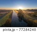 「埼玉県」見沼田んぼの朝霧の風景 77284240