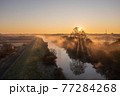 「埼玉県」見沼田んぼの朝霧の風景 77284268
