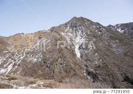 栃木県那須登山道から見える朝日岳 77291950