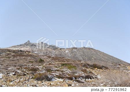 栃木県那須登山道から見える茶臼岳 77291962