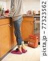 キッチンに足元暖房 77323562