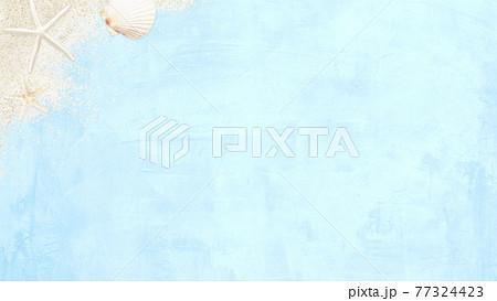 ビーチをイメージした爽やかなブルーの背景 - 複数のバリエーションがあります 77324423