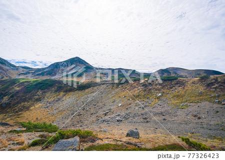 秋の立山室堂の美しい風景 77326423