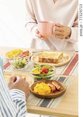 夫婦で朝食(洋食) 77329713