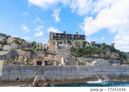 長崎県にある人気の観光スポット「軍艦島(端島)」の写真。 77341046