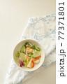 野菜サラダ 77371801