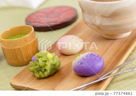3種類のかわいい練り切りと茶器と茶筒 77374861