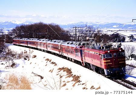 1998年 雪晴れの磐越西線を行くED75766オリエントサルーン 77375144