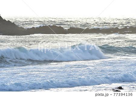 五島灘、角力灘、大角力の海辺、波 77394136
