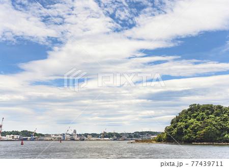 [神奈川・横須賀] 自衛艦隊司令部と米海軍第7艦隊基地を隔てている横須賀海軍施設にある吾妻島。 77439711