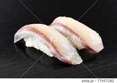 美味しいハマチ握り寿司 77457282