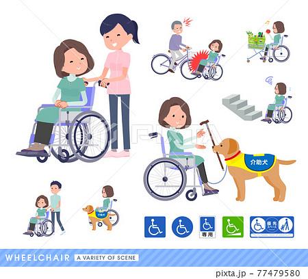車椅子に乗るチュニック中年女性のセット 77479580