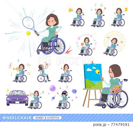 車椅子に乗るチュニック中年女性のセット 77479581