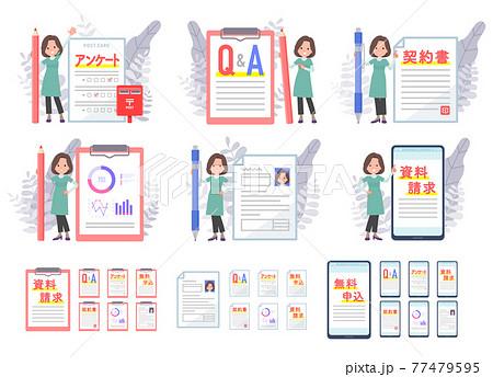 様々な書類とチュニック中年女性のセット 77479595