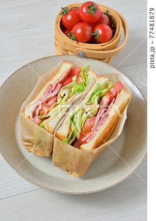 サンドイッチ、サンドウィッチ、BLTサンド、ベーコンレタストマトサンド。 77481679