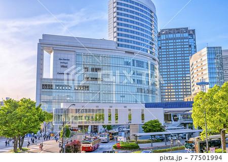 横浜桜木町の都市風景 ロープウェイとコレットマーレ 77501994