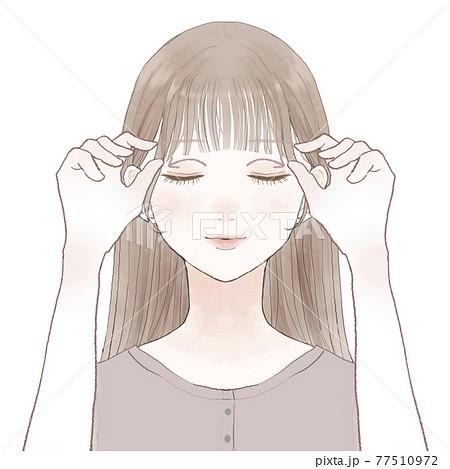 目の上をマッサージする女性 77510972