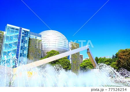 名古屋市、名古屋市科学館と噴水の風景 77526254