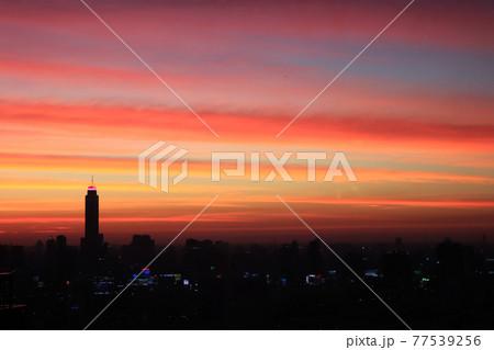 夕焼け空とバイヨークタワー2/タイ・バンコクの風景 77539256