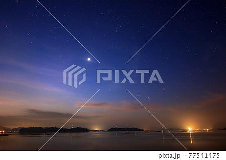 瀬戸内の夏の星景 夜明けに昇るオリオン座 77541475