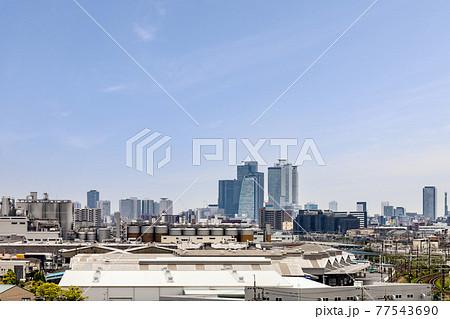 清州城天守閣から見たビール工場と名古屋駅前高層ビル 77543690