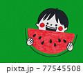スイカを食べる子供/文字なし背景緑 77545508