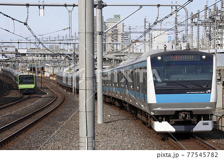京浜東北線E233系と山手線E235系 77545782