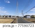 田舎の風景 農地の間にそびえたつ高い鉄塔 77590723